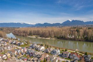 Photo 2: 23141 MUENCH TRAIL in Langley: Fort Langley House for sale : MLS®# R2454736