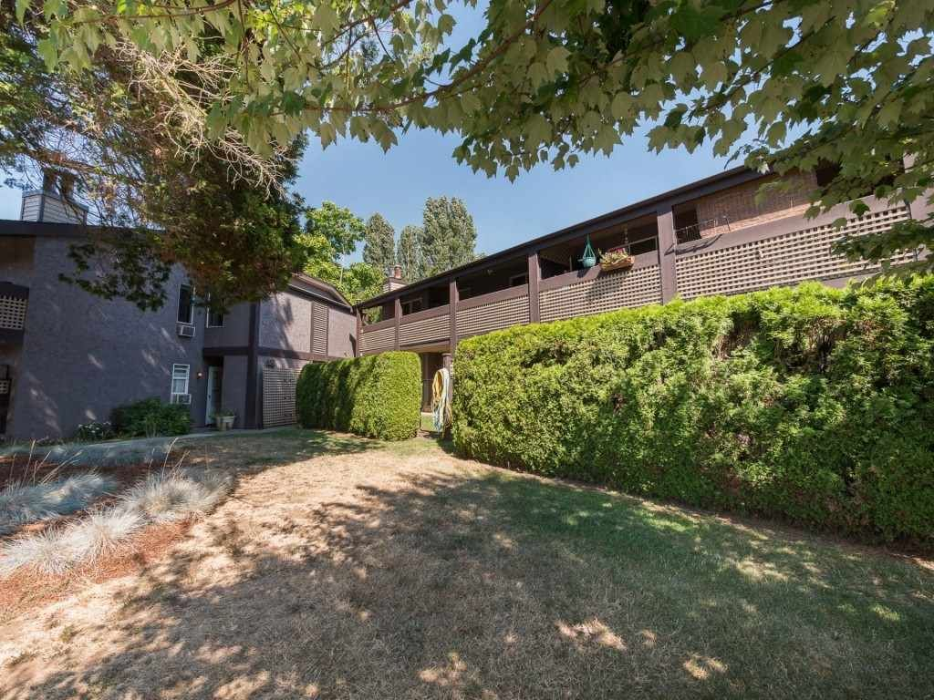 """Main Photo: 321 34909 OLD YALE Road in Abbotsford: Abbotsford East Townhouse for sale in """"THE GARDENS"""" : MLS®# R2292067"""