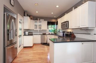 """Photo 11: 6568 CLAYTONWOOD Place in Surrey: Cloverdale BC House for sale in """"Clayton Hill"""" (Cloverdale)  : MLS®# R2327145"""