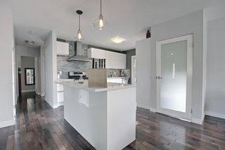 Photo 12: 5612 Ladbrooke Drive SW in Calgary: Lakeview Detached for sale : MLS®# A1128442