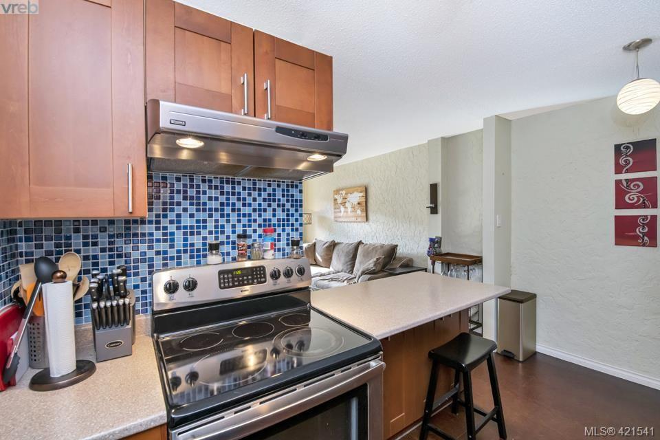 Main Photo: 406 1235 Johnson St in VICTORIA: Vi Downtown Condo for sale (Victoria)  : MLS®# 834294
