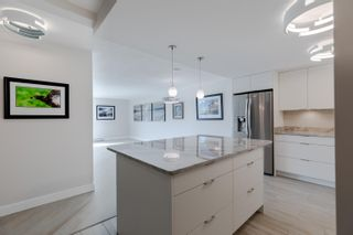"""Photo 11: 406 1450 PENNYFARTHING Drive in Vancouver: False Creek Condo for sale in """"Harbour Cove"""" (Vancouver West)  : MLS®# R2617259"""