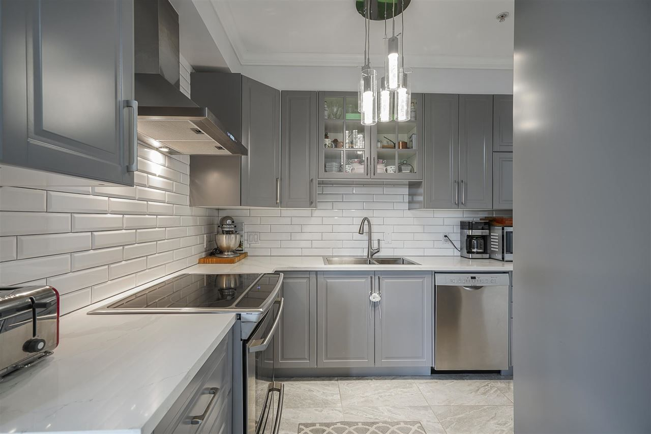 """Main Photo: 204 815 FIRST Street in New Westminster: GlenBrooke North Townhouse for sale in """"Chesham Walk"""" : MLS®# R2582778"""