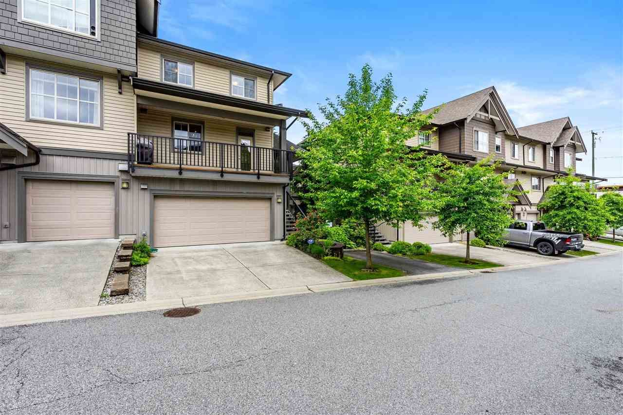 """Main Photo: 59 9525 204 Street in Langley: Walnut Grove Townhouse for sale in """"TIME"""" : MLS®# R2591449"""
