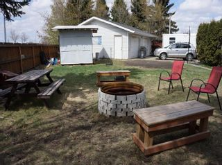 Photo 3: 218 HOMESTEAD Crescent in Edmonton: Zone 35 House for sale : MLS®# E4242279