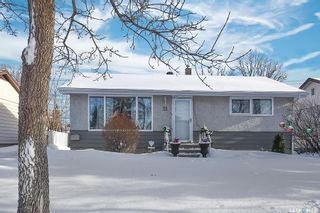 Photo 1: 11 Mathieu Crescent in Regina: Coronation Park Residential for sale : MLS®# SK840069