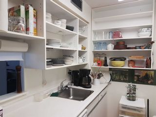 Photo 4: 513 11 Thorncliffe Park Drive in Toronto: Thorncliffe Park Condo for sale (Toronto C11)  : MLS®# C4948104