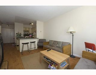 """Photo 3: 105 921 THURLOW Street in Vancouver: West End VW Condo for sale in """"KRISTOFF PLACE"""" (Vancouver West)  : MLS®# V774226"""