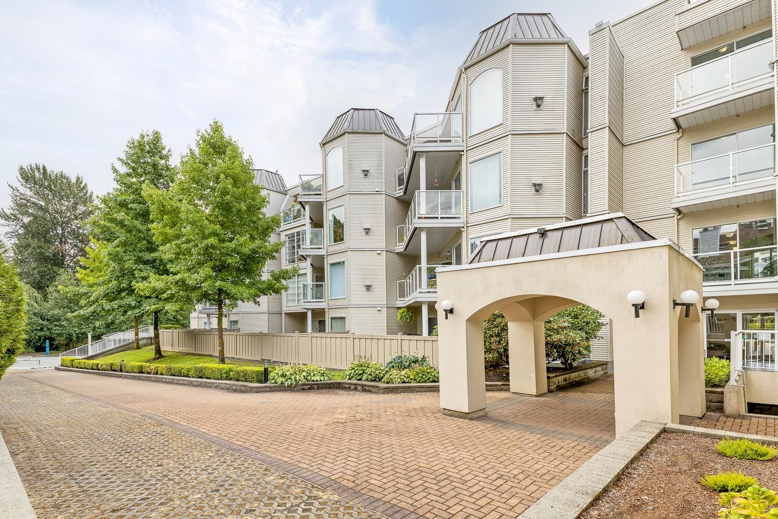 """Main Photo: 311 1220 LASALLE Place in Coquitlam: Canyon Springs Condo for sale in """"MOUNTAINSIDE"""" : MLS®# R2607989"""