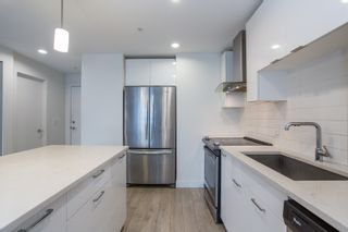 Photo 5: 112 719 W 3RD Street in North Vancouver: Harbourside Condo for sale : MLS®# R2420428