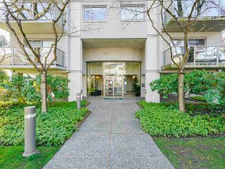 "Photo 3: 902 1166 W 11TH Avenue in Vancouver: Fairview VW Condo for sale in ""Westview Place"" (Vancouver West)  : MLS®# R2560926"