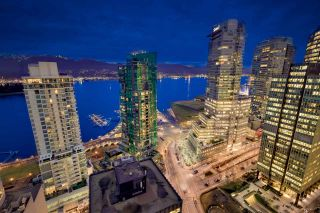 "Photo 14: 3306 1111 W PENDER Street in Vancouver: Coal Harbour Condo for sale in ""THE VANTAGE"" (Vancouver West)  : MLS®# R2510687"