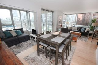 "Photo 6: 606 33 SMITHE Street in Vancouver: Yaletown Condo for sale in ""Coopers Lookout"" (Vancouver West)  : MLS®# R2440133"