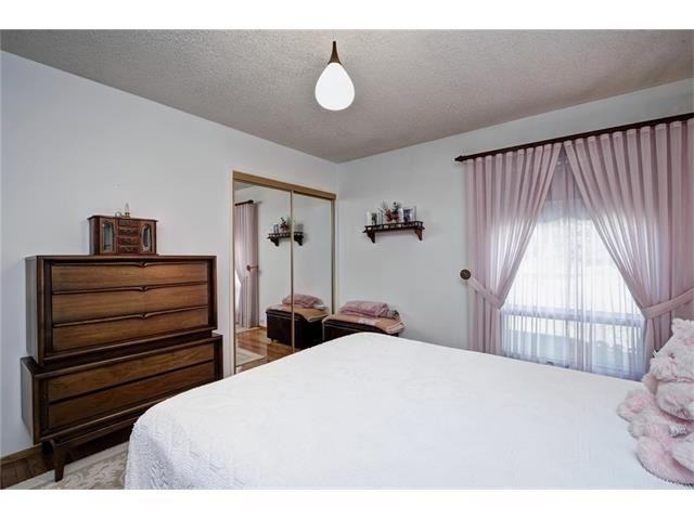 Photo 31: Photos: 210 OAKMOOR Place SW in Calgary: Oakridge House for sale : MLS®# C4091579