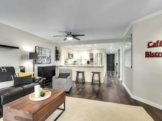 """Photo 7: 201 2665 W BROADWAY in Vancouver: Kitsilano Condo for sale in """"MAGUIRE BUILDING"""" (Vancouver West)  : MLS®# R2580256"""