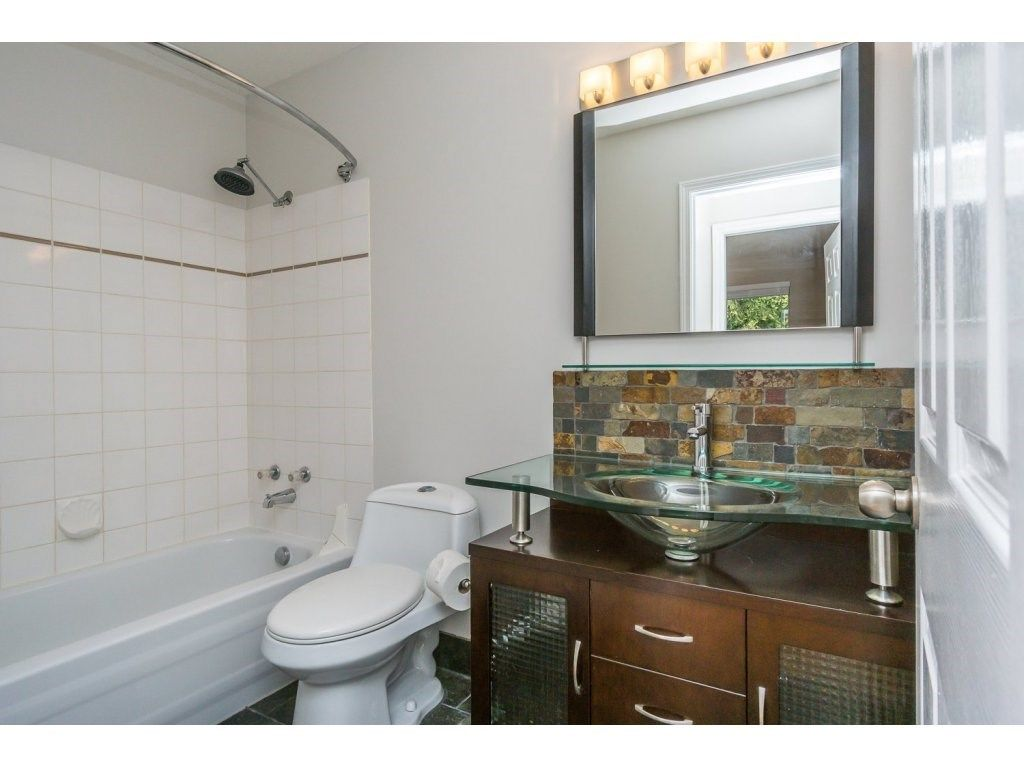 """Photo 12: Photos: 302 33839 MARSHALL Road in Abbotsford: Central Abbotsford Condo for sale in """"Cityscape"""" : MLS®# R2106369"""