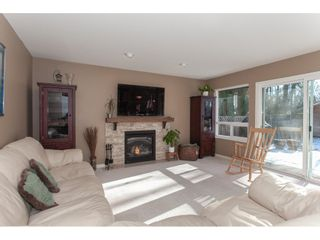 """Photo 7: 10635 CHESTNUT Place in Surrey: Fraser Heights House for sale in """"Glenwood"""" (North Surrey)  : MLS®# R2338110"""
