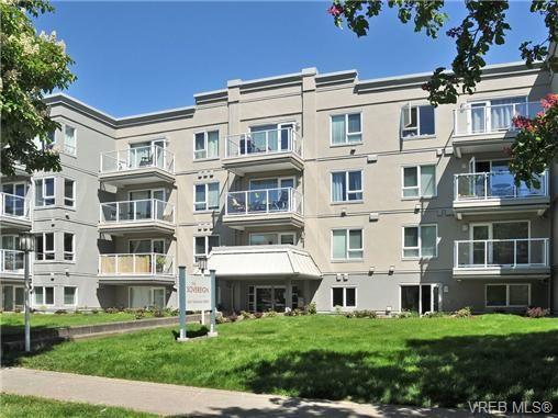 Main Photo: 303 2647 Graham St in VICTORIA: Vi Hillside Condo for sale (Victoria)  : MLS®# 698000