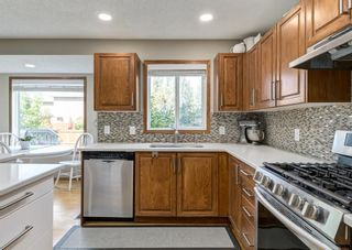 Photo 11: 126 Strathridge Close SW in Calgary: Strathcona Park Detached for sale : MLS®# A1123630