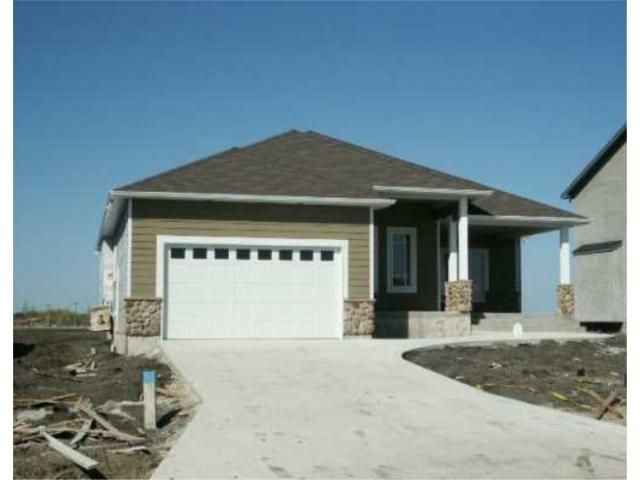 Main Photo: 35 SECOND Avenue in LASALLE: Brunkild / La Salle / Oak Bluff / Sanford / Starbuck / Fannystelle Residential for sale (Winnipeg area)  : MLS®# 2707705