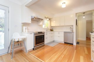 Photo 2: 2179 Cranleigh Pl in : OB Henderson House for sale (Oak Bay)  : MLS®# 852463