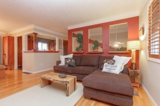 Photo 3: 2221 Amherst Avenue in Sidney: House for sale : MLS®# 388787