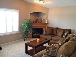 Photo 2: 13737 37 Street in : Edmonton House for sale : MLS®# E3307981