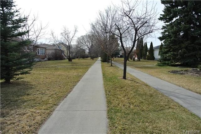 Photo 4: Photos: 410 Cabana Place in Winnipeg: Residential for sale (2A)  : MLS®# 1810085