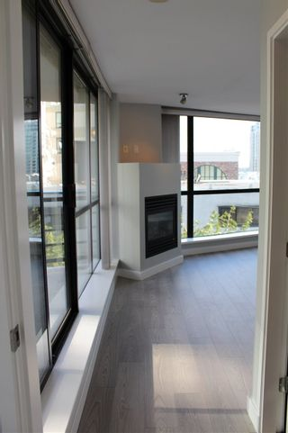 "Photo 17: 501 124 W 1ST Street in North Vancouver: Lower Lonsdale Condo for sale in ""THE Q"" : MLS®# R2115647"
