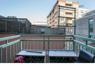 """Photo 7: 213 1 E CORDOVA Street in Vancouver: Downtown VE Condo for sale in """"CARROLL STATION"""" (Vancouver East)  : MLS®# R2587442"""