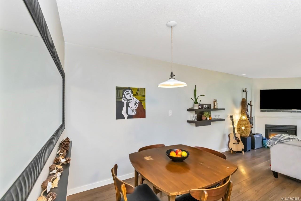 Photo 10: Photos: 105 2529 Wark St in : Vi Hillside Condo for sale (Victoria)  : MLS®# 860457