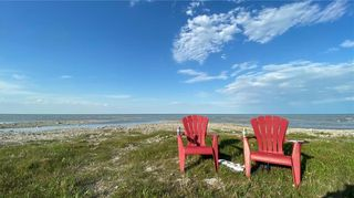 Photo 1: 71 Beckville Beach Drive in Amaranth: Beckville Beach Residential for sale (R40 - R40)  : MLS®# 202107985