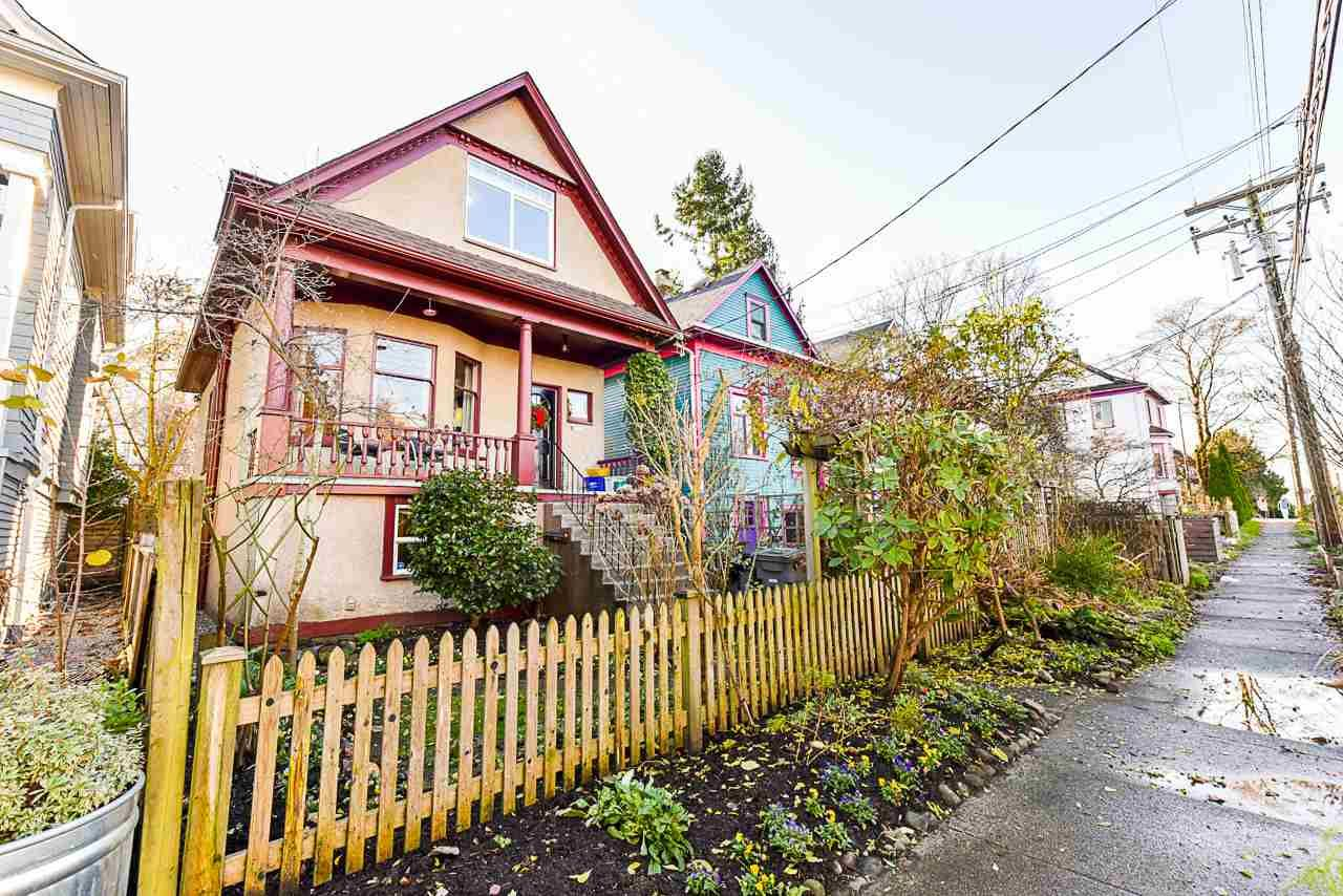 Main Photo: 1932 E PENDER Street in Vancouver: Hastings House for sale (Vancouver East)  : MLS®# R2521417