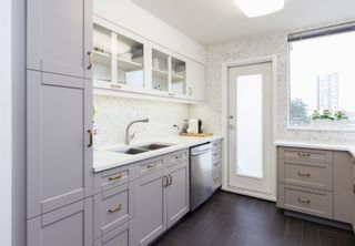 Photo 1: 300 328 CLARKSON STREET in New Westminster: Downtown NW Condo for sale : MLS®# R2140340