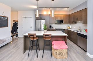 Photo 3: 102 290 Wilfert Rd in : VR View Royal Condo for sale (View Royal)  : MLS®# 870587