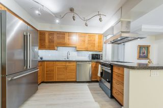"""Photo 9: 52 1425 LAMEY'S MILL Road in Vancouver: False Creek Condo for sale in """"Harbour Terrace"""" (Vancouver West)  : MLS®# R2499558"""