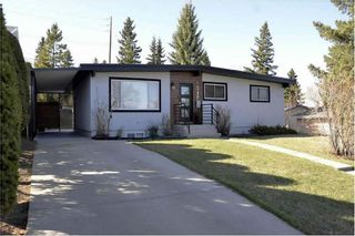 Main Photo: 1048 Thorneycroft Drive NW in Calgary: Thorncliffe Detached for sale : MLS®# A1103525