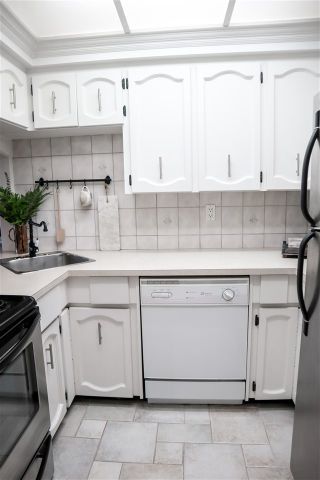 """Photo 8: 303 109 TENTH Street in New Westminster: Uptown NW Condo for sale in """"LANDGRO MANOR"""" : MLS®# R2341472"""