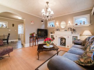 Photo 2: 1951 E 8TH Avenue in Vancouver: Grandview VE House for sale (Vancouver East)  : MLS®# R2028022