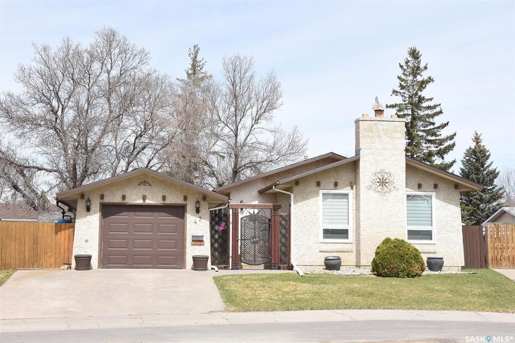Main Photo: 47 Dale Crescent in Regina: Glencairn Village Residential for sale : MLS®# SK806120