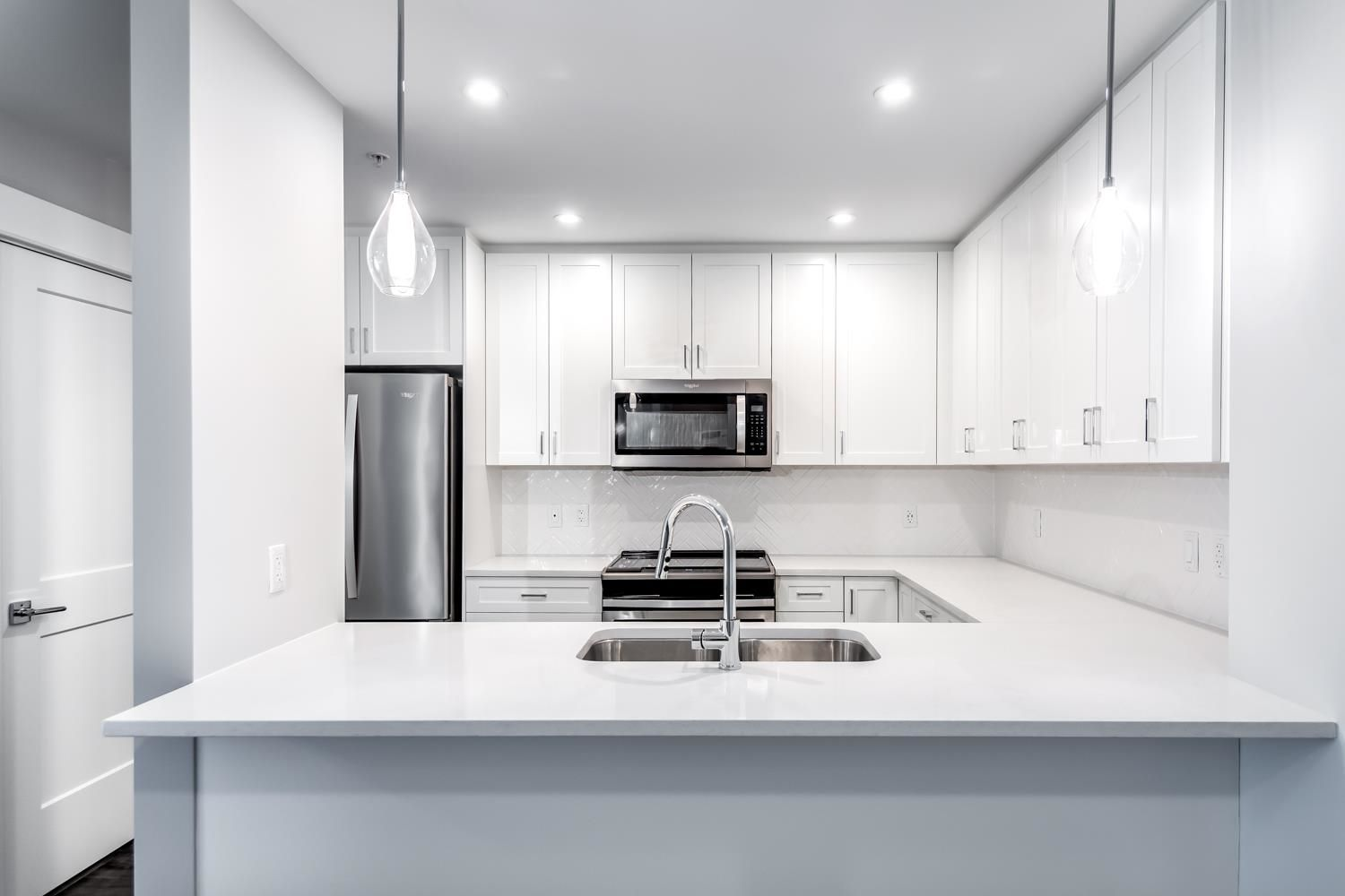 """Main Photo: 4619 2180 KELLY Avenue in Port Coquitlam: Central Pt Coquitlam Condo for sale in """"Montrose Square"""" : MLS®# R2613997"""