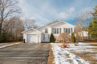 Photo 1: 1135 Main Street in Kingston: 404-Kings County Residential for sale (Annapolis Valley)  : MLS®# 201901710