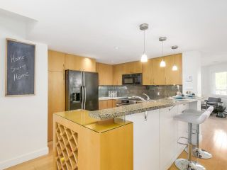 """Photo 11: 2411 W 1ST Avenue in Vancouver: Kitsilano Townhouse for sale in """"Bayside Manor"""" (Vancouver West)  : MLS®# R2191405"""