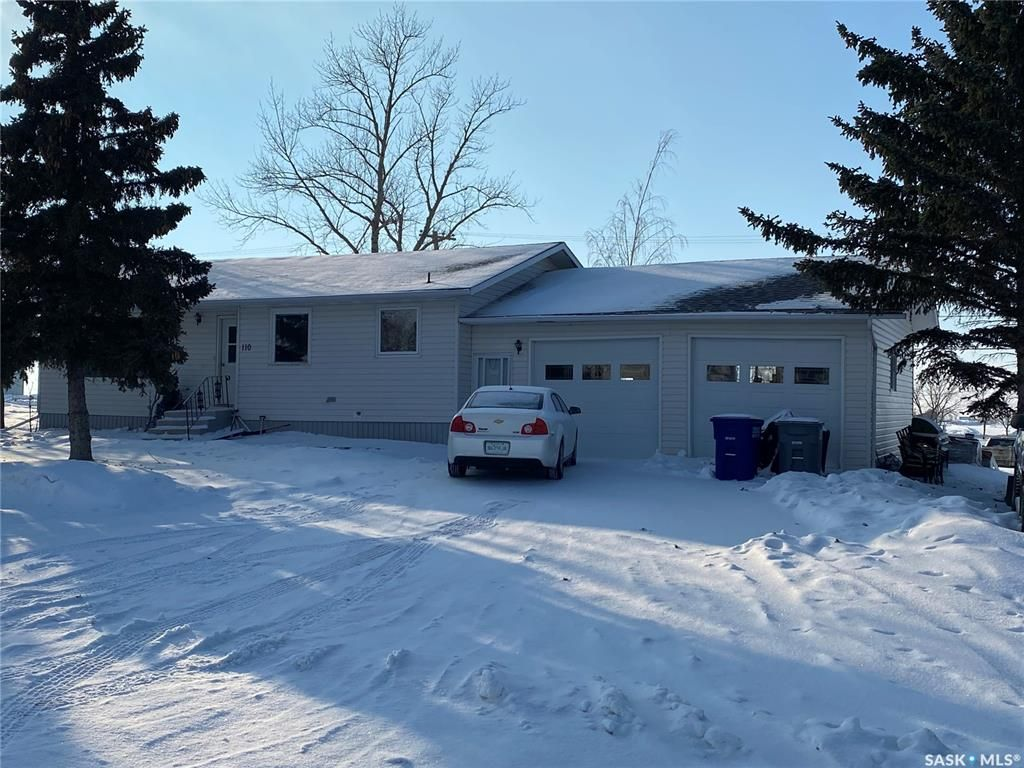 Main Photo: 110 2nd Street West in Kyle: Residential for sale : MLS®# SK841062