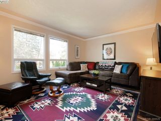 Photo 2: 1720 Leighton Rd in VICTORIA: Vi Jubilee Row/Townhouse for sale (Victoria)  : MLS®# 785183