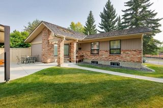 Photo 1: 111 RANCH ESTATES Place NW in Calgary: Ranchlands House for sale : MLS®# C4167276