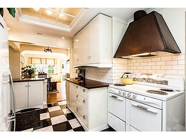 """Photo 7: Photos: 402 SIXTH Avenue in New Westminster: Queens Park House for sale in """"QUEEN'S PARK"""" : MLS®# V1083749"""