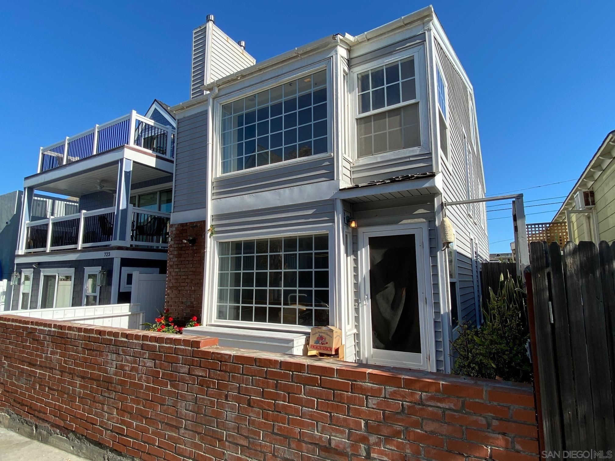 Main Photo: MISSION BEACH House for sale : 3 bedrooms : 719 Seagirt Ct in San Diego