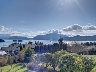 Photo 1: 1536 THOMPSON Road in Gibsons: Gibsons & Area House for sale (Sunshine Coast)  : MLS®# R2597890