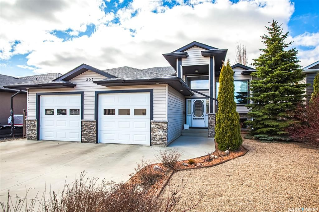 Main Photo: 303 Brookside Court in Warman: Residential for sale : MLS®# SK850861